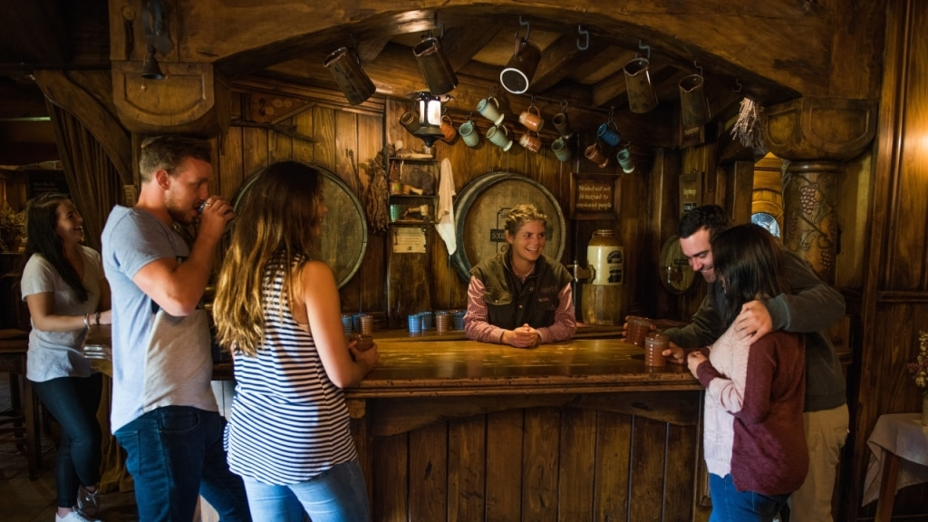 Hobbiton Express Tour: Green Dragon Inn Bar