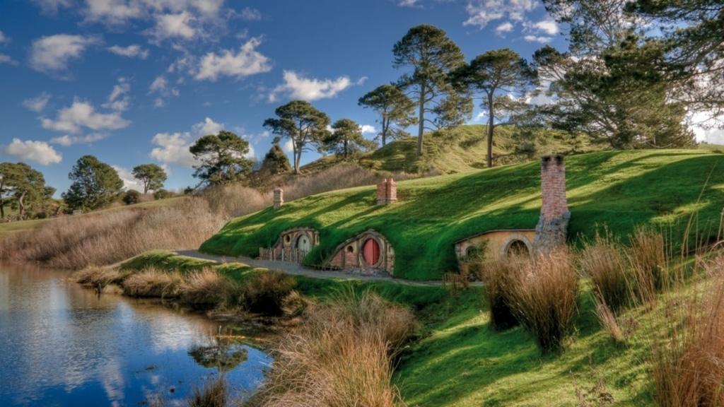 Hillside Hobbit Homes at the Hobbiton Movie Set